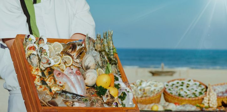 seafood-restaurant-in-vietnam-pullman-danang-beach-resort-buffet-beach-bbq-weekends-2