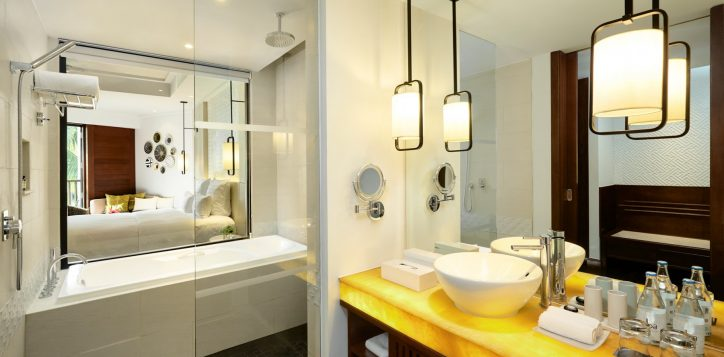 superiorking-bathroom-cottage-at-pullman-danang-beach-resort-2