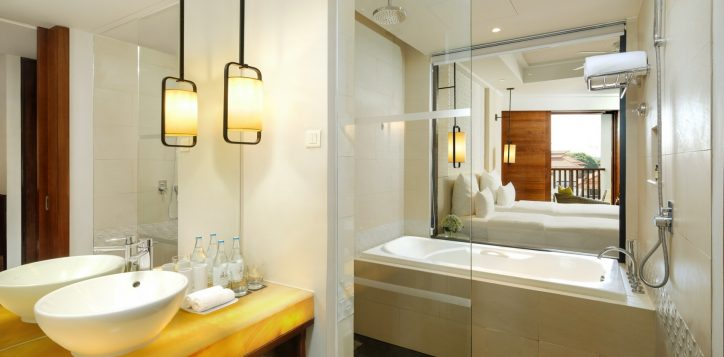 deluxe-king-bath-room-cottage-at-pullman-danang-beach-resort-vietnam-5-star-hotel-2