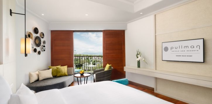 deluxebayview-king_bed-and-view_pullman-danang-beach-resort_5-star-hotel-2