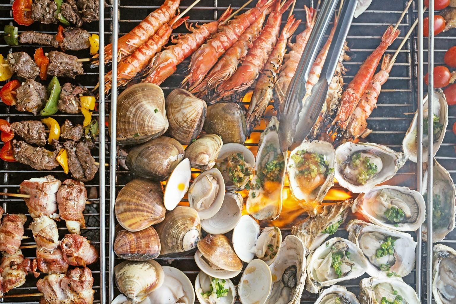 Tiệc Nướng Bãi Biển Tại Pullman Danang Beach Resort Buffet Sang Trọng Azure Beach Lounge