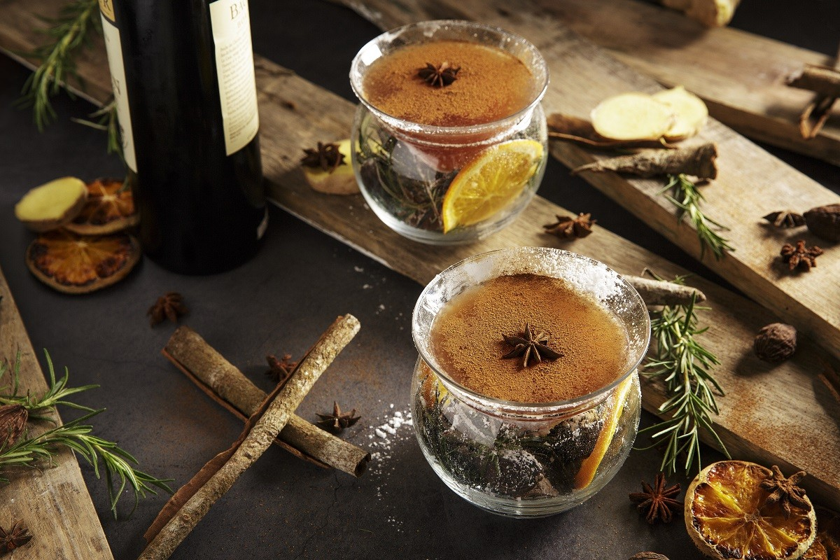 Whisky-Snow-Ball-with-WHISKY, DRAMBUIE, DUBONNET, GINGER HONEY, CINNAMON POWDER