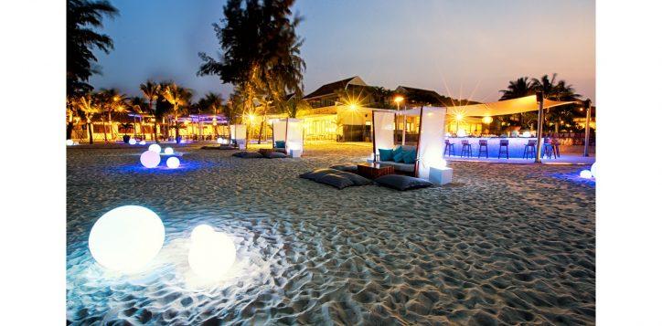 azure-beach-lounge-pullman-danang-2