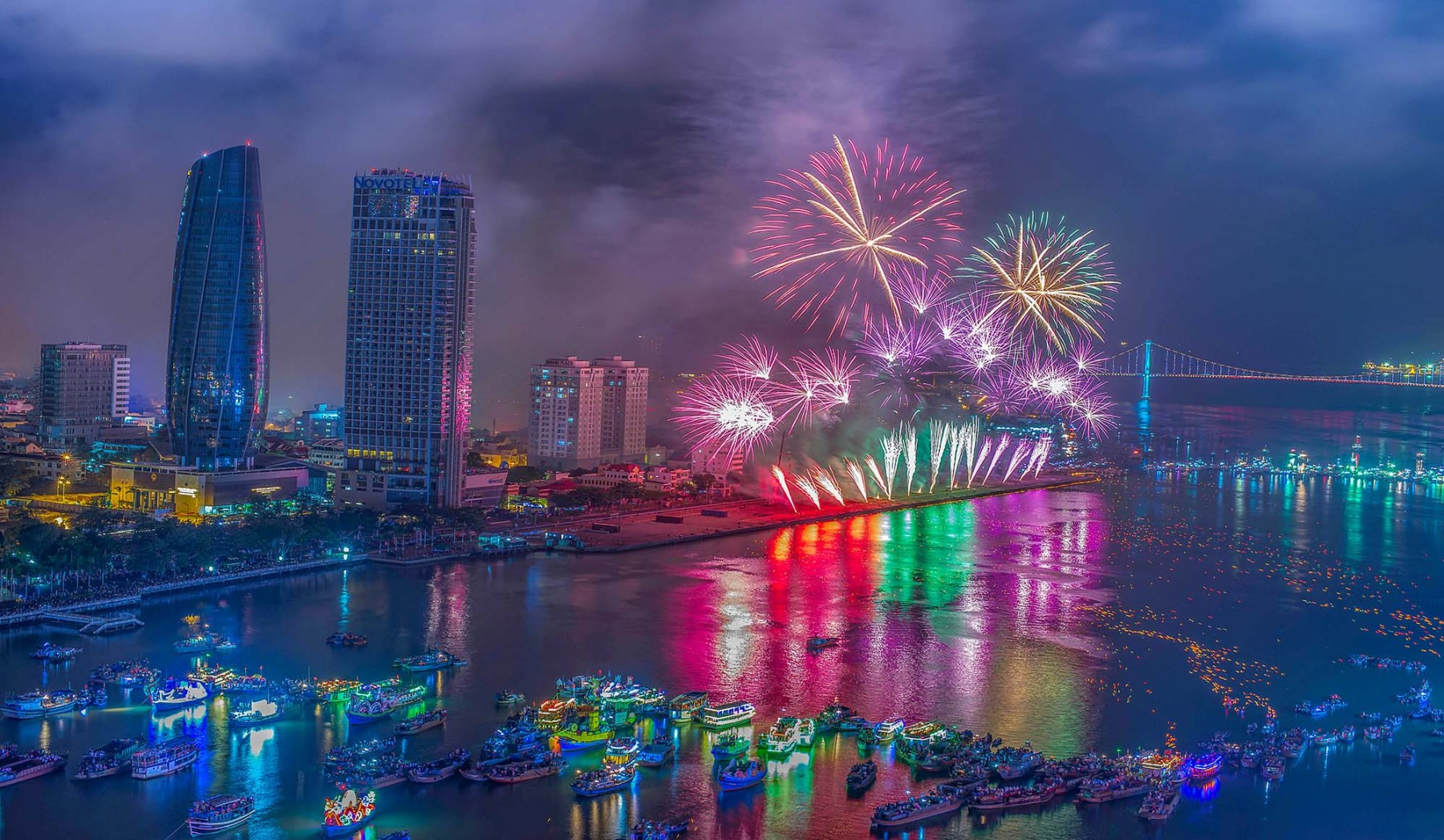 Danang international firework competition, Han river, Russia, Brazil, Belgium, Finland, Italy, England, China, Vietnam
