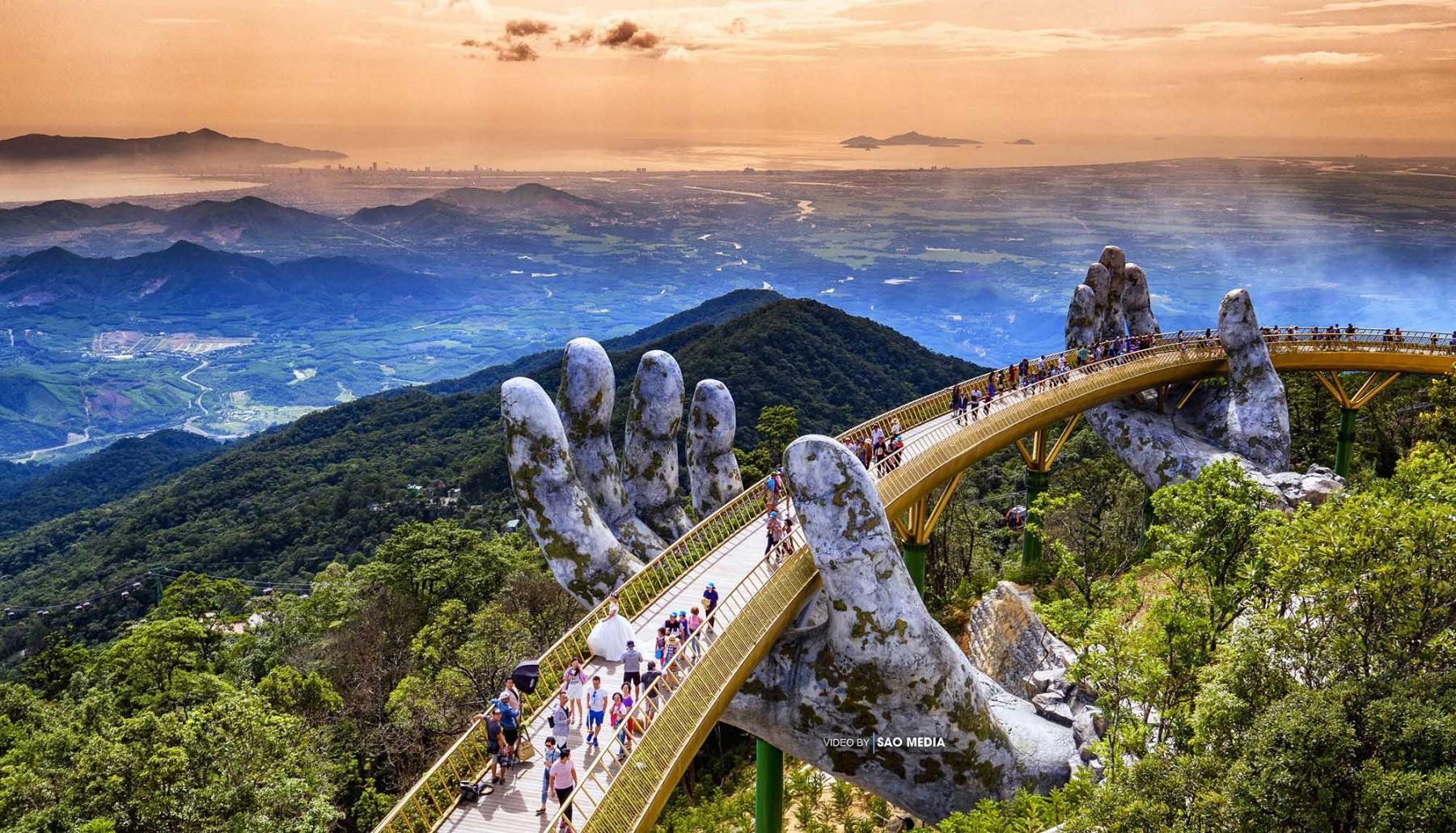 Cây Cầu Vàng Trên Đỉnh Bà Nà Hills, Đà Nẵng