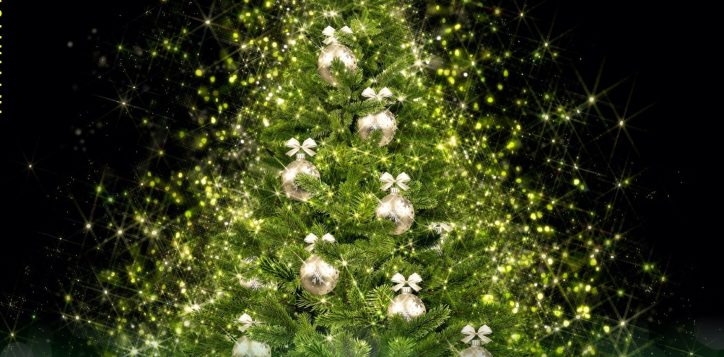 christmas-lighting-tree-at-pullman-danang-2