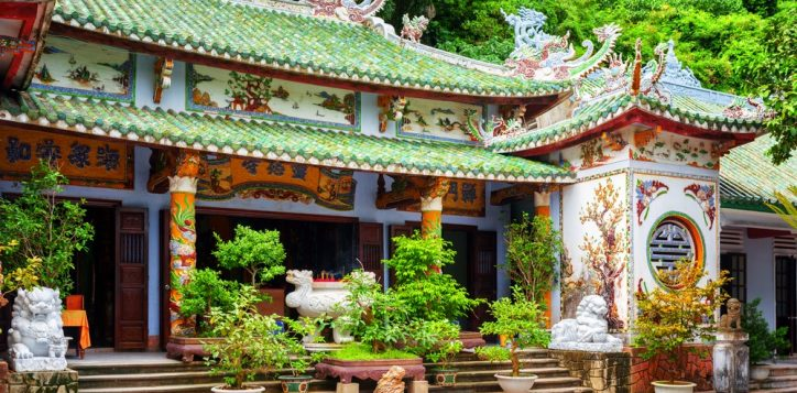 linh-ung-pagoda-on-thuy-son-mountain-pagodas-in-danang-2