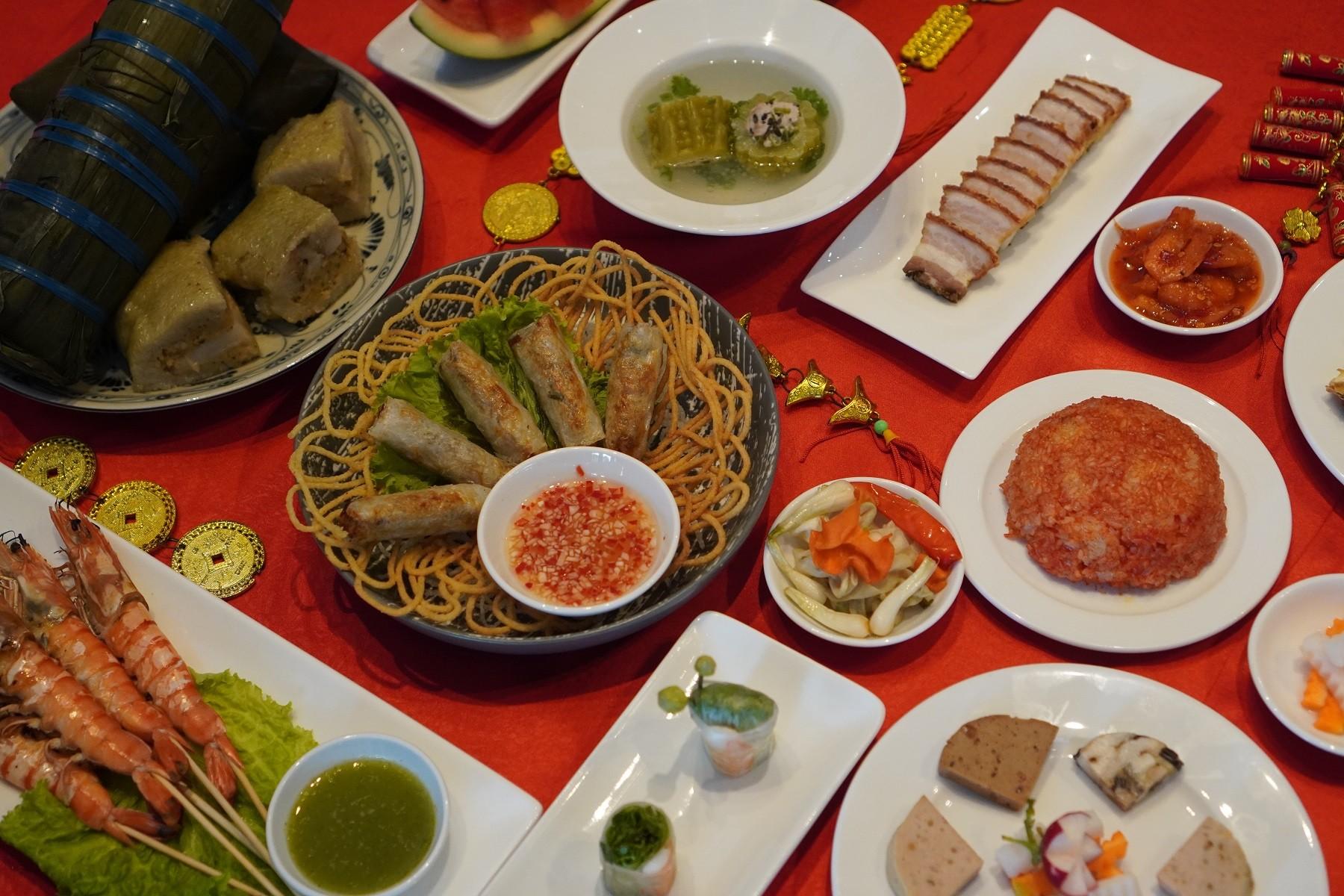thuong-thuc-thuc-don-ngay-tet-savour-our-tet-set-menus-banh-chung-banh-tet-tom-nuong-xoi-gac-dua-mon-canh-kho-qua-nhoi-thit-dua-hau-do-ba-chi-gion-da-cha-gio-thit-dong-restaurant-epice-dn-restaurant-3