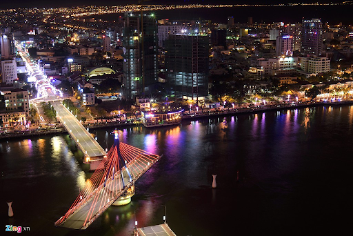 han-river-bridge-rotating-at-night-cau-song-han-xoay-danang-discovery-4-famous-bridge-in-danang-restaurant-near-me-resort-in-danang-show-in-danang-pullman-danang-beach-resort
