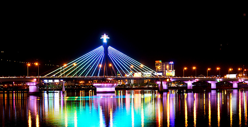 the-dazzling-beauty-of-han-river-bridge-under-city-lights-ve-dep-cua-cau-song-han-vao-ban-dem-danang-discovery-4-famous-bridge-in-danang-restaurant-near-me-show-in-danang-pullman-danang-beach-resort