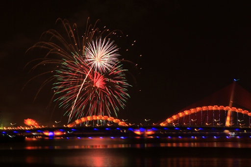 dragon-bridge-and-firework-phao-hoa-tren-cau-rong-danang-discovery-4-famous-bridge-in-danang-restaurant-near-me-experience-in-danang-pullman-danang-beach-resort-2