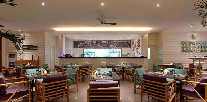 azure-beach-lounge-pullman-danang-2-2