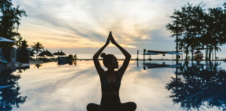 single-sunrise-yoga-pullman-danang-beach-resort-2