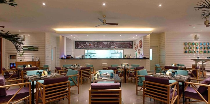 azure-beach-lounge-pullman-danang-3-2