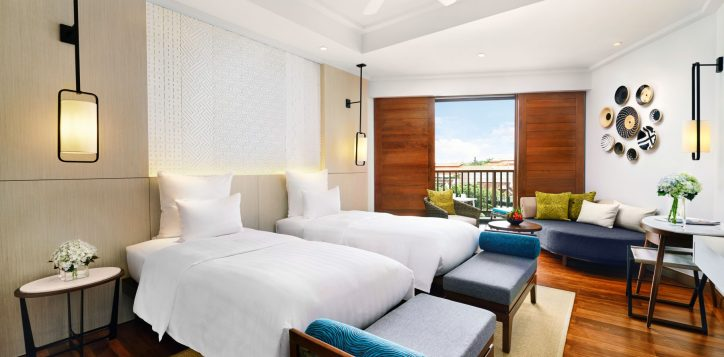 deluxe-twin-room-balcony-pullman-danang-beach-resort-2