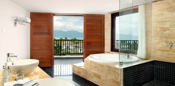 pullman-danang-juniorsuite-roomview-2
